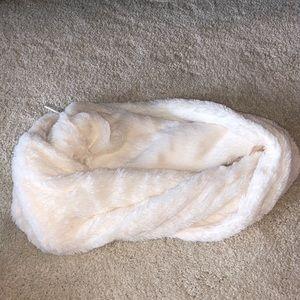 •BP• Faux Fur White Infinity Scarf